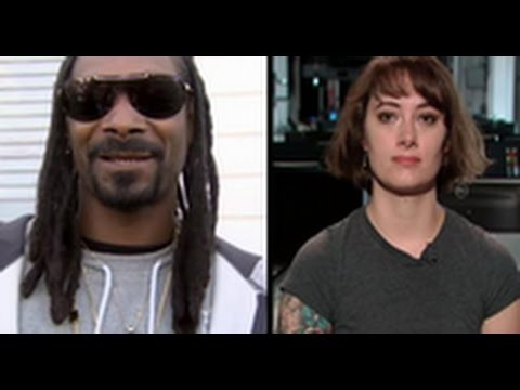 "Snoop Dogg Catching Heat For Calling A Female Videographer ""Thick"" During An Interview!"